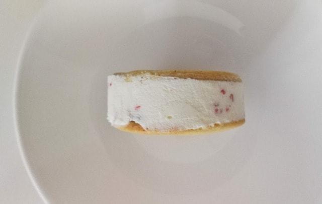ローソンのサクバタベリベリチーズの中身 よこから