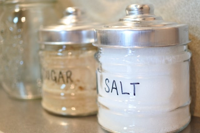 塩を固まらせない保存方法