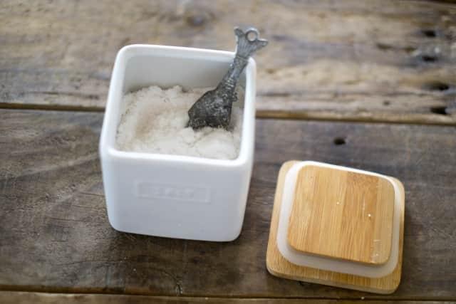 塩が固まったら電子レンジやフライパンで戻せる