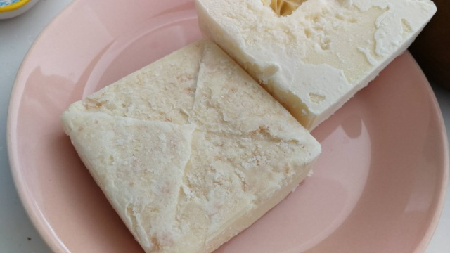 生クリームはパックのまま冷凍できるしパックアイスも作れる