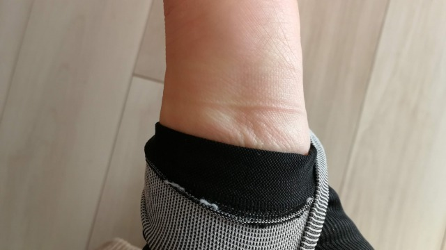 グラマラスリムレッグは足の甲に食い込む