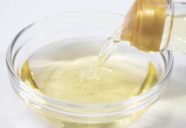 ゆで卵にひびを入れない茹で方は酢を入れる