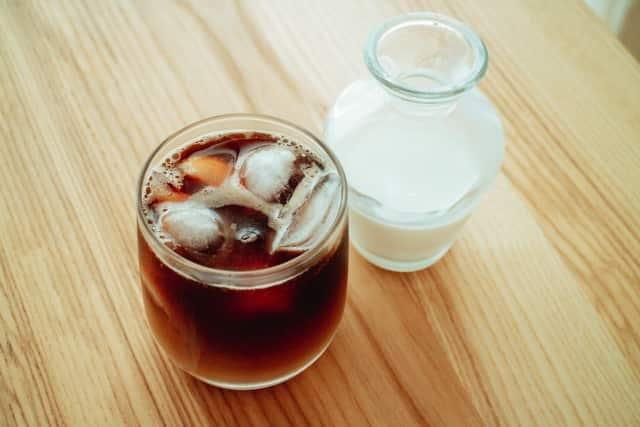 コーヒー牛乳は何歳から飲める?