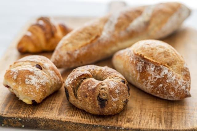 パン屋でバイトすると太るリユ