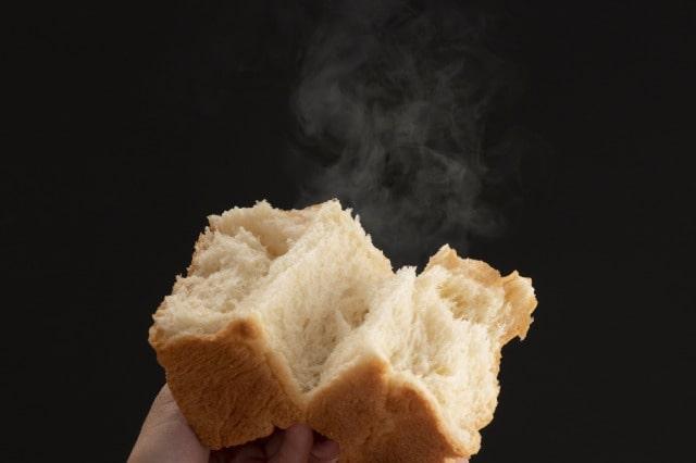 試食のパンを試食